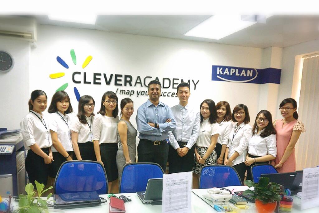 Ông Bharat Krishna, Tổng Giám đốc Kaplan Test Prep tới thăm và làm việc tại Clever Academy, Việt Nam